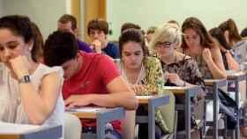 Los alumnos se han puesto muy nerviosos al ver que nadie resolvía sus dudas durante la primera media hora.