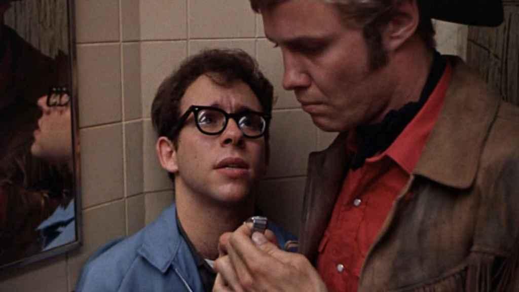 Jon Voight con Bob Balaban en una de las escenas más polémicas.