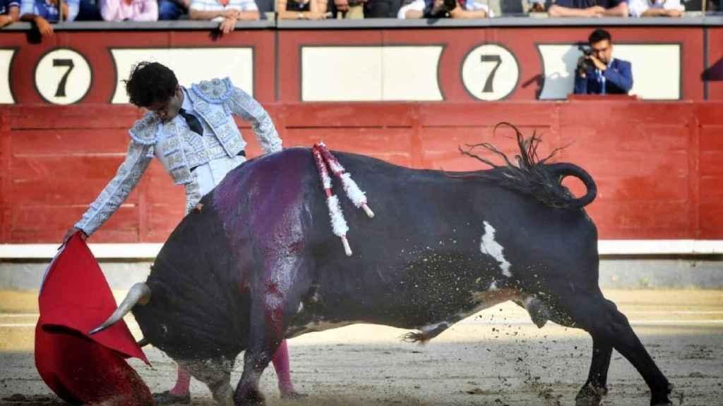 Derechazo de Juan del Álamo, que le tocó el mejor toro
