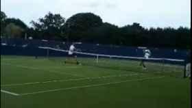 Kyrgios recibe un pelotazo de Kokkinakis