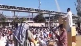 Captura del discurso del imán en el aparcamiento del Estadio de los Juegos Mediterráneos.