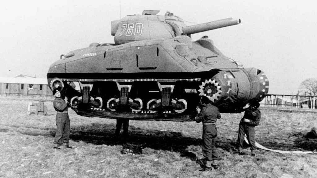 Tanque inflable con el que los aliados engañaron a los alemanes.