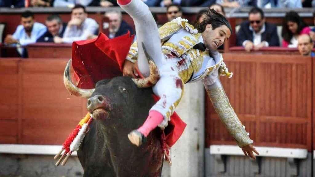 López Simón sufre una voltereta a la salida de una bernadina