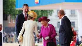 Los Reyes de España junto a Isabel II y el Felipe de Edimburgo en 2017.