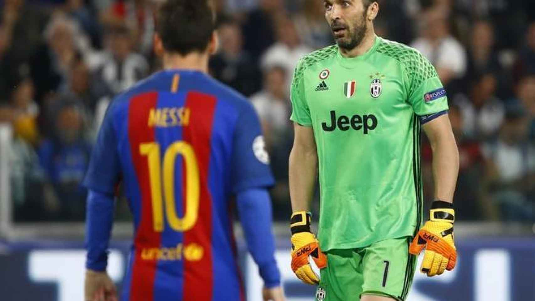 Buffon, en un partido de Champions contra el Barcelona