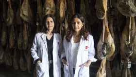 Laura y Chus, las dos hermanas García, dueñas de Ibéricos Torreón, facturan ocho millones de euros vendiendo jamones.