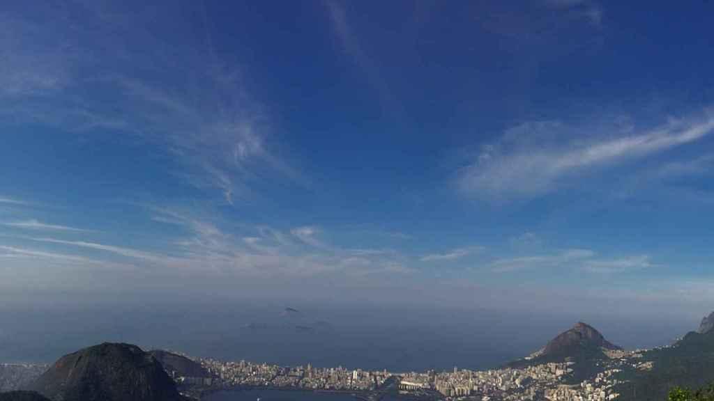Imagen panorámica del Cristo Redentor de Corcovado, el gran símbolo de Río de Janeiro.