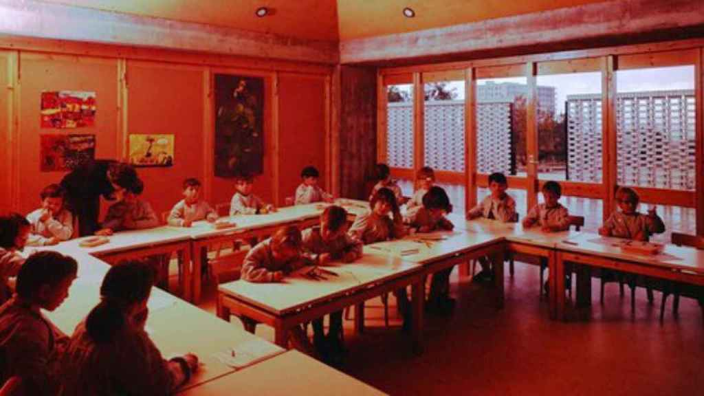 La escuela Aster, con un patio adosado en cada aula