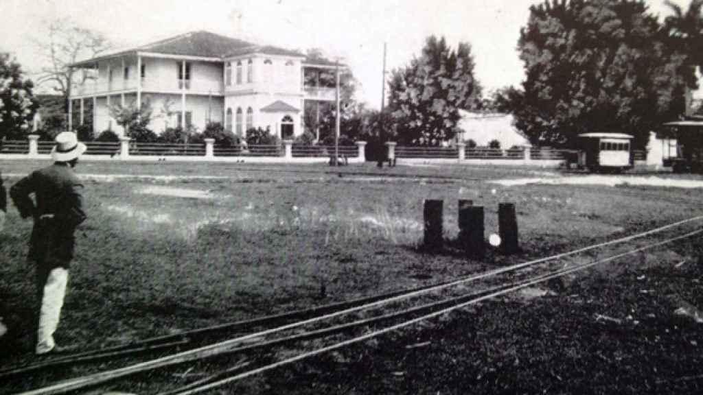 Una de las casas de la Central de Azúcar en Cienfuegos, Cuba, 1913.