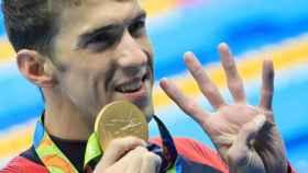 Michael Phelps celebra su carto oro en Río 2016