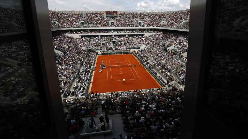 La pista central de Roland Garros, la Philippe-Chatrier, lista para la final