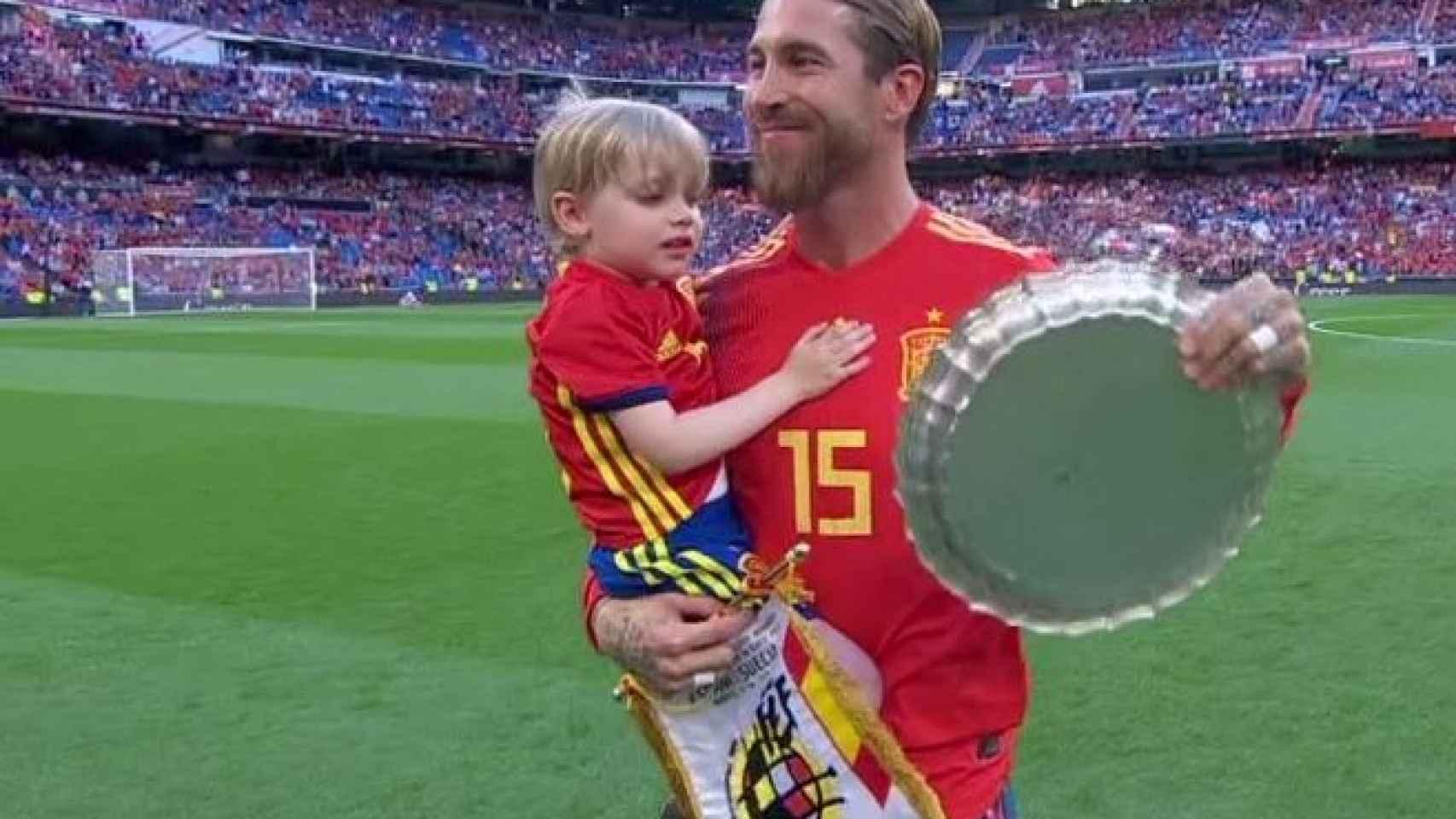 El homenaje a Sergio Ramos. Foto: Twitter (@elchiringuitotv)