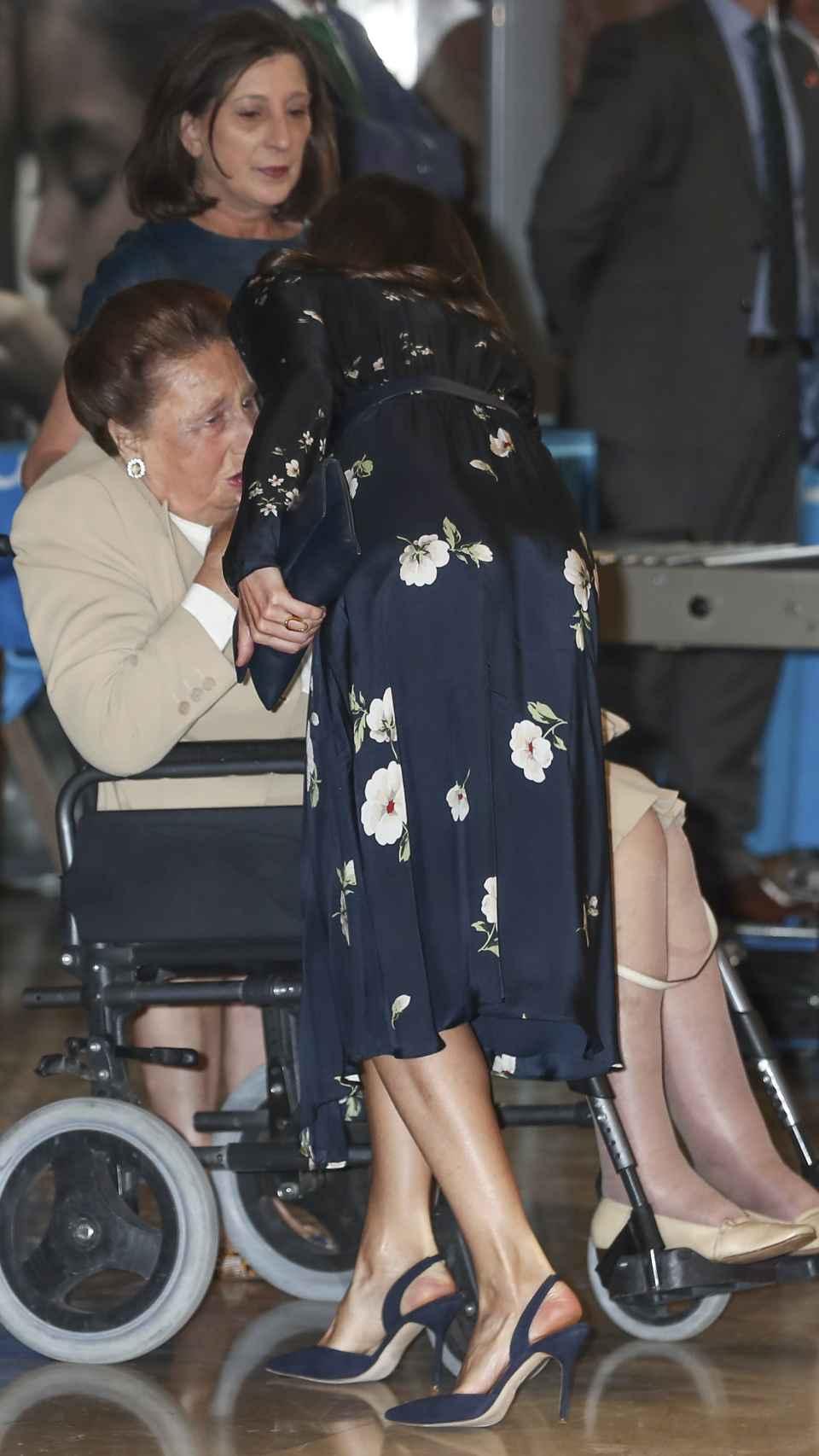 La reina Letizia no ha dudado en saludar a la infanta Margarita a su llegada al evento de UNICEF.