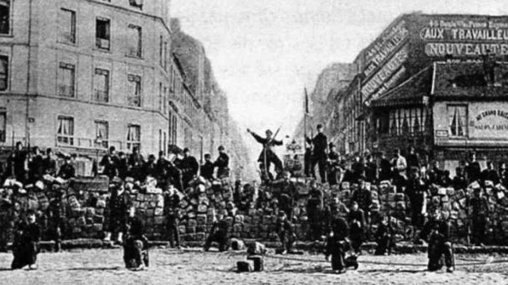 Barricadas durante la Comuna de París (1871).