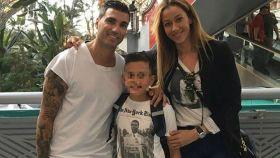 Ana López, José Antonio Reyes y su hijo José Antonio Jr.