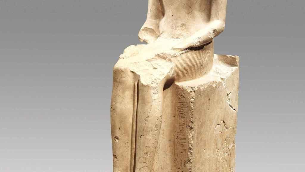 Estatua de Hatshepsut sentada.