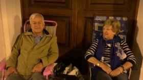 Los abuelos sevillanos que pasaron la noche al raso para conseguir que su nieto pudiera obtener una plaza