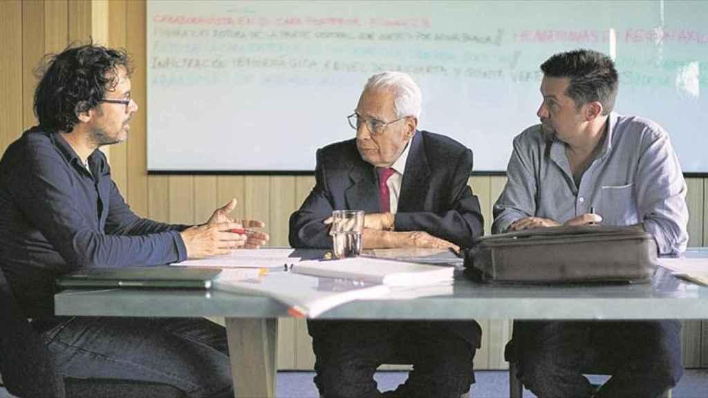 Elías León, el forense Luis Frontela y Ramón Campos.