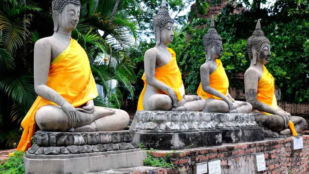 Estatutas de Buda en el templo de Ayutthaya.