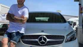Kiko Rivera junto a su coche nuevo