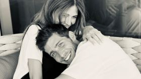 Sergi Roberto y Coral Simanovich posando en su red social junto al feliz anuncio.