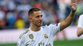 Eden Hazard saluda al Santiago Bernabéu
