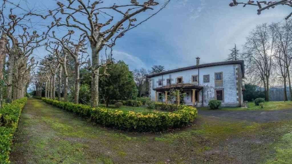 La familia Franco ha rebajado el precio de venta de su chalet asturiano hasta los 2,9 millones de euros.