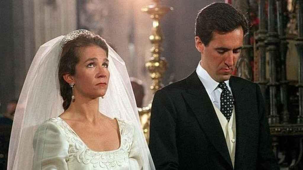 La infanta Elena y Jaime de Marichalar en su boda en Sevilla.