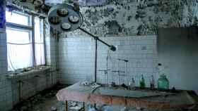 Lo que queda de un quirófano en la ciudad fantasma de Prypiat