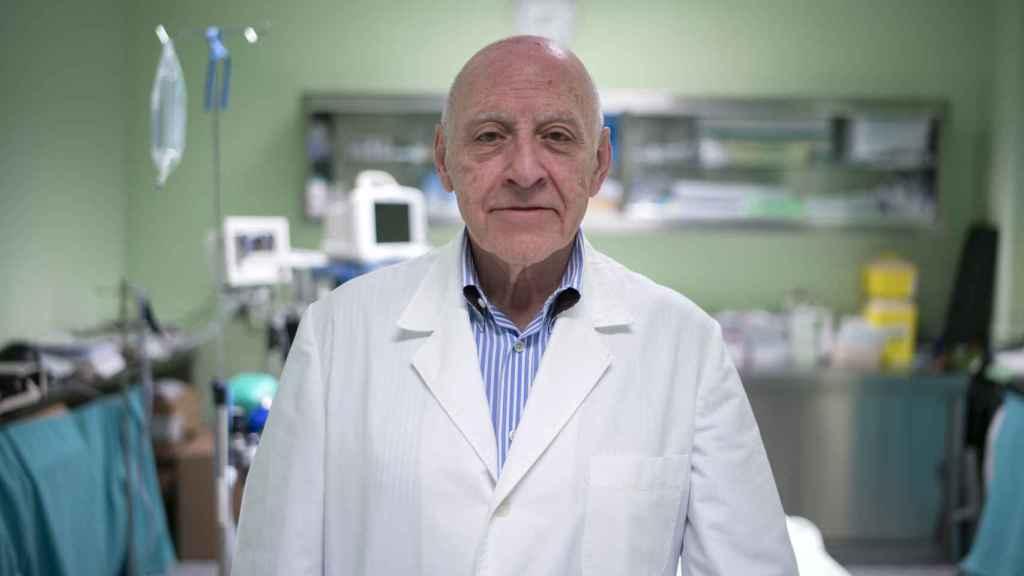 Máximo García Padrós, jefe de cirugía de Las Ventas, en el quirófano de la plaza.