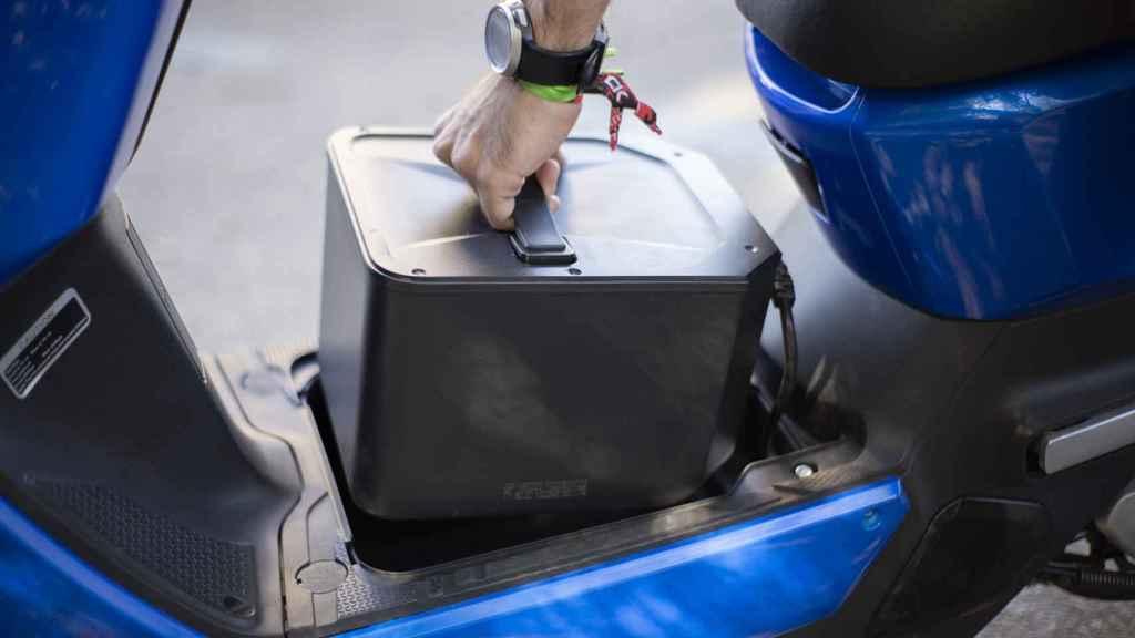 La batería se puede extraer, recargar desde casa e intercambiar por otras
