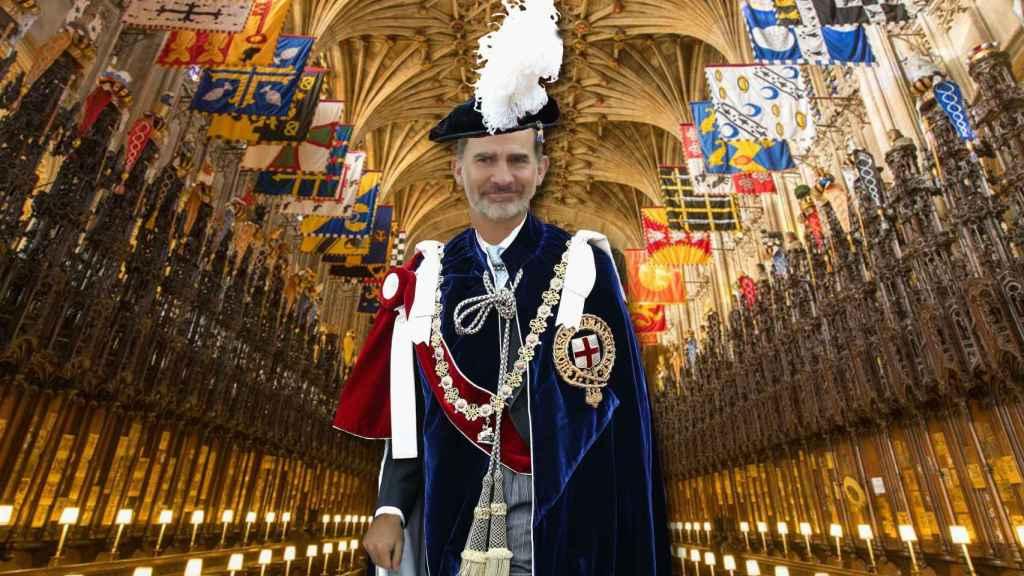 El rey Felipe VI con la capa de armiño y sombrero en un montaje JALEOS.