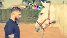 Montaje de Sergio Ramos y uno de sus caballos con un cuerno de unicornio.