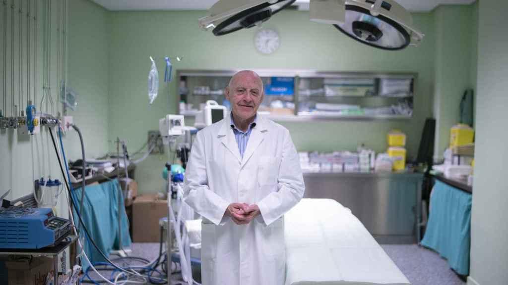 Máximo García Padrós, el cirujano jefe, trabaja desde hace 54 años en Las Ventas.