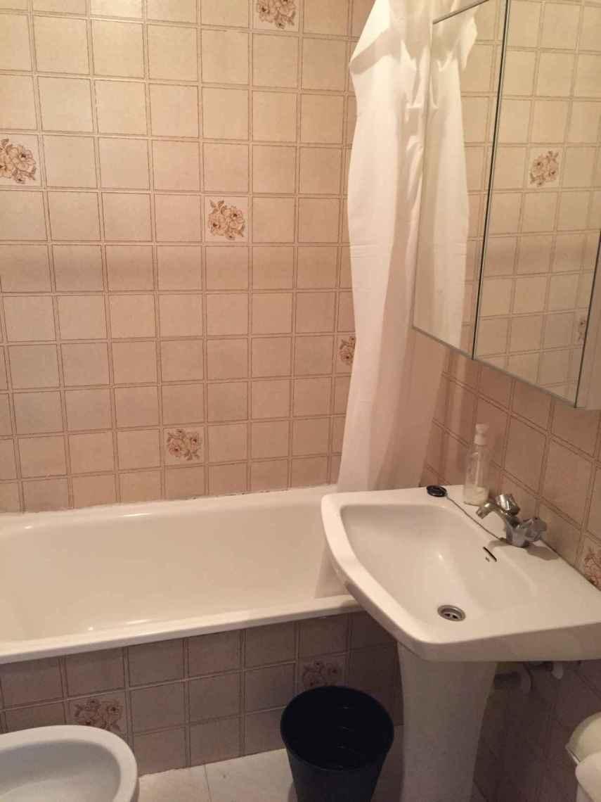 Este lavabo sigue de origen, tal y como los entregaban en el 1, 2, 3