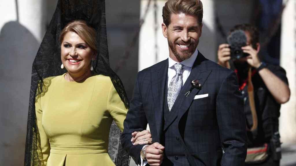 Madre e hijo, a su llegada a la catedral de Sevilla.