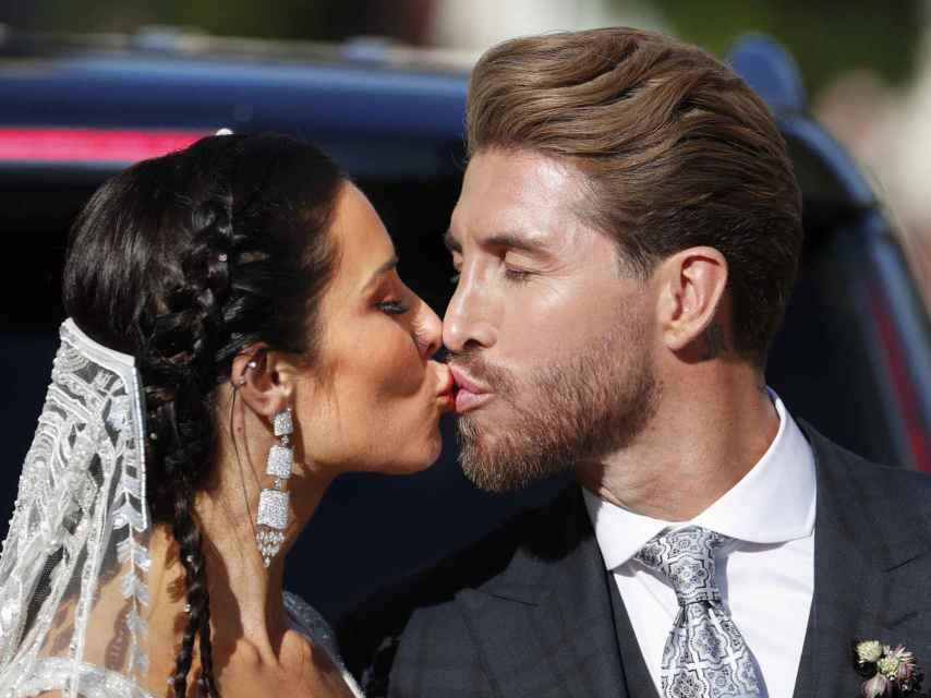 Sergio Ramos y Pilar Rubio salían convertidos en marido y mujer a las 19:30 horas.