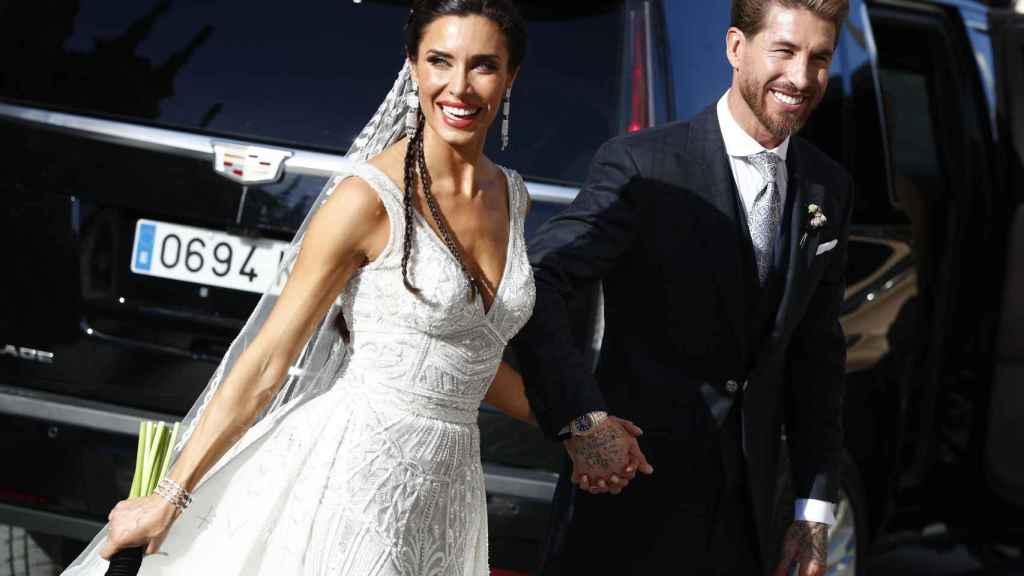 Pilar Rubio y Sergio Ramos a la salida del templo, unidos ya en santo matrimonio.