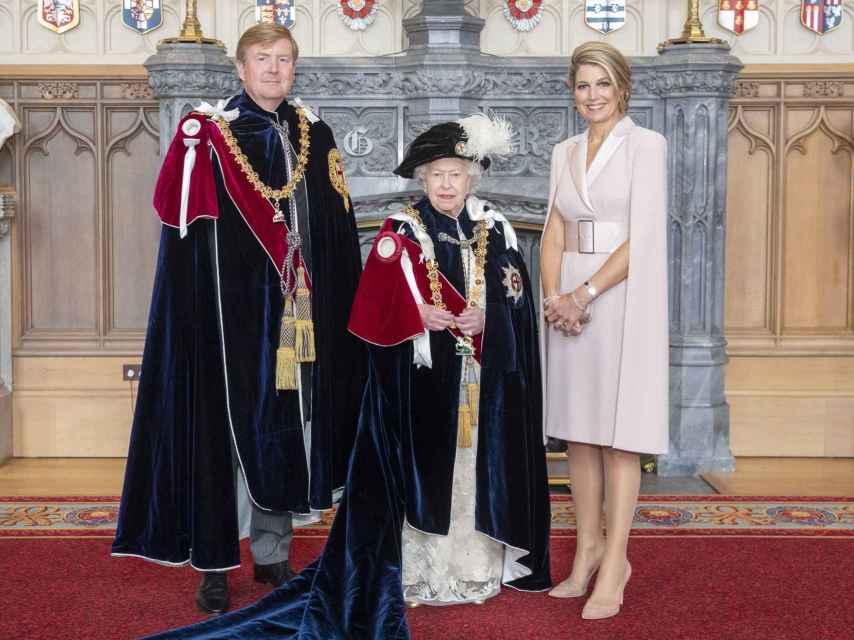 Los reyes de Holanda, Guillermo y Máxima, junto a Isabel II de Inglaterra.