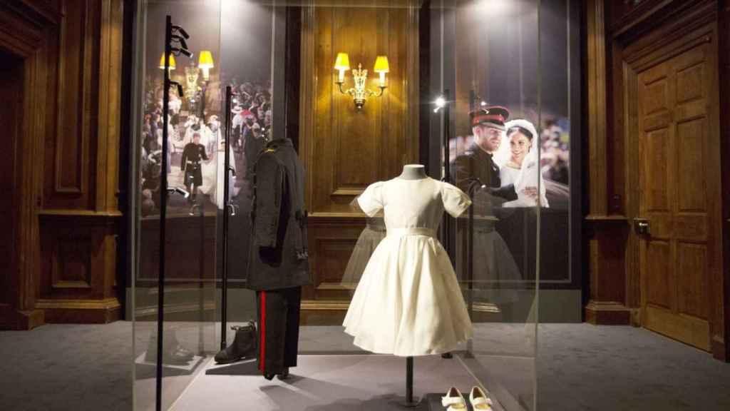 Detalle de los trajes de George y Charlotte el día de la boda de Meghan Markle.