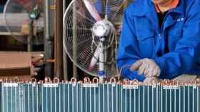 Fábrica de ventiladores y climatizadores en China. Reuters.
