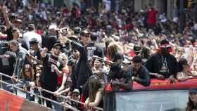 Los jugadores celebran el título en las calles de Toronto