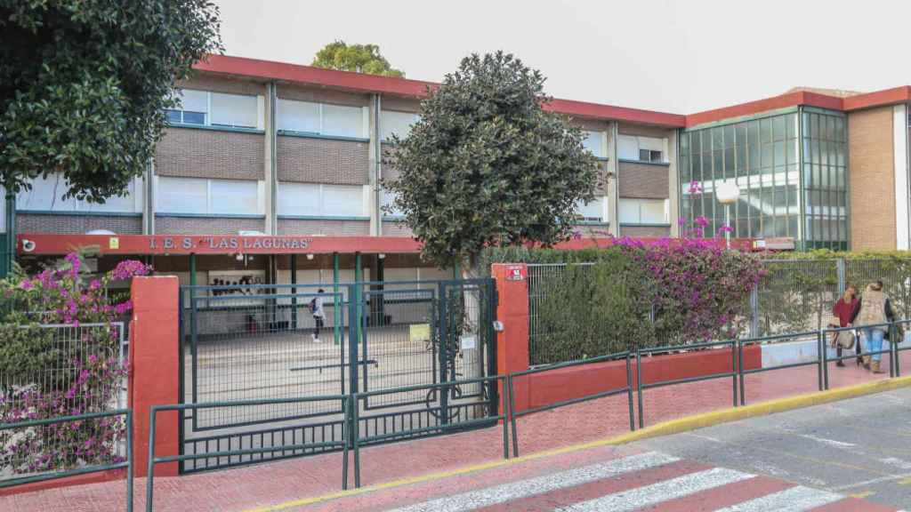 Carlos ha estudiado en el IES Las Lagunas de Torrevieja, donde escribió un musical.