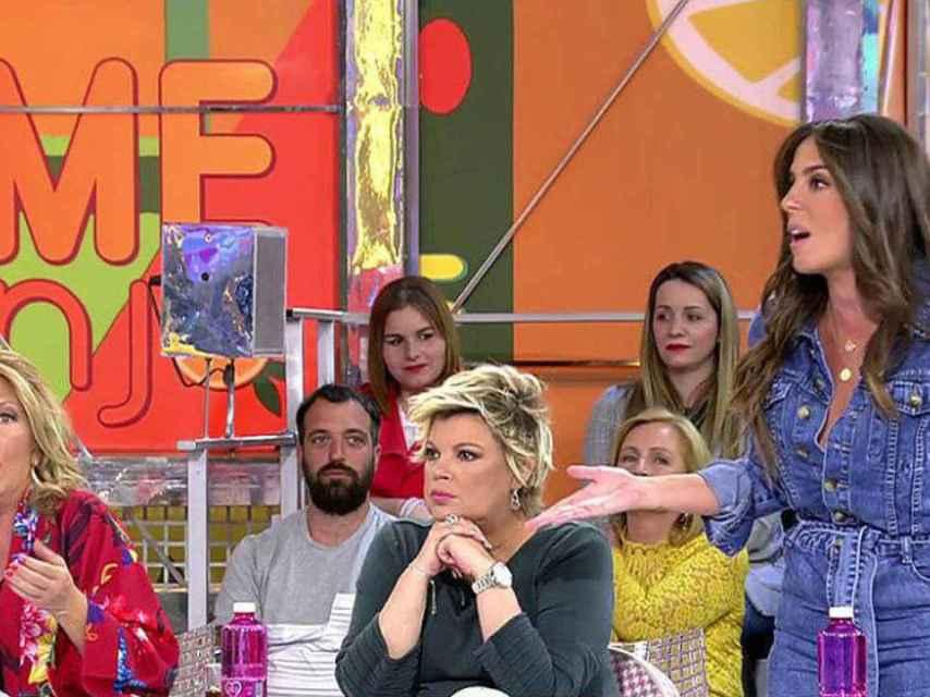 Lydia Lozano, Terelu y Anabel Pantoja en el plató de 'Sálvame'.