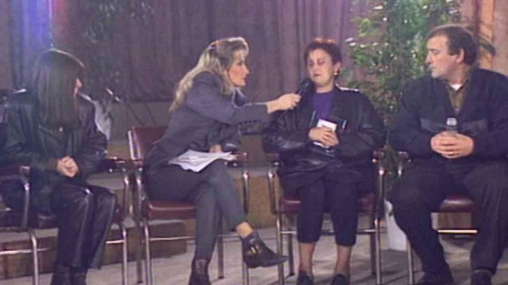 Herrero entrevistando a la madre de Miriam en 'De tú a tú'.