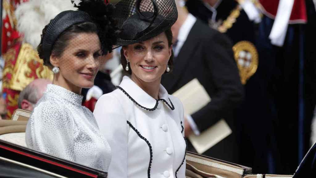La Reina Letizia junto a Kate Middleton este lunes en Londres