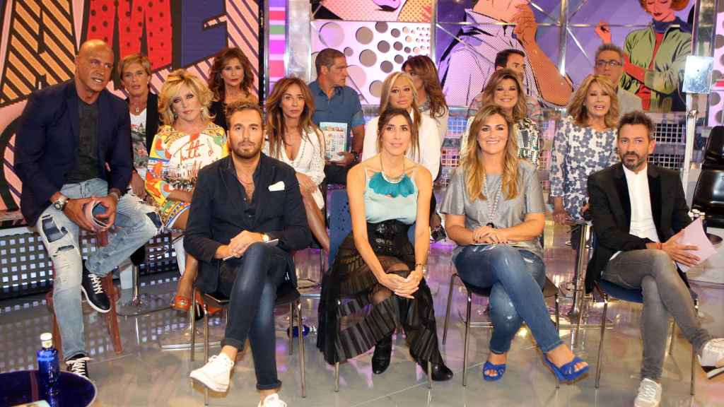 Los colaboradores de 'Sálvame' junto a los directores de La fábrica de la tele.