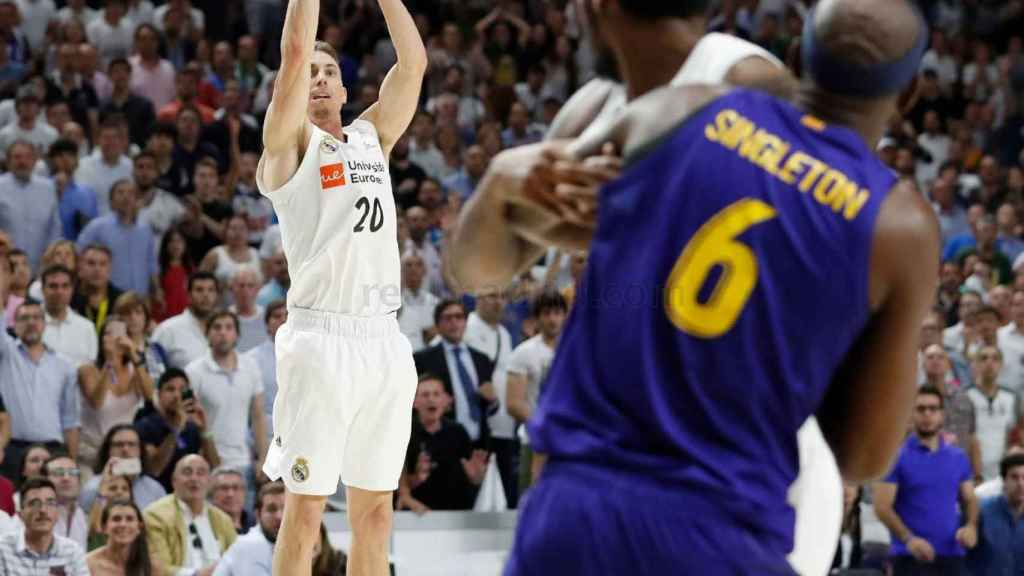 Carroll lanza el triple de la victoria ante el Barcelona Lassa