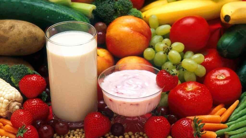 Varios alimentos entre los que se encuentran varios con pocas calorías
