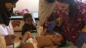 El hospital español que se guarda en un maletín para ayudar a los saharauis